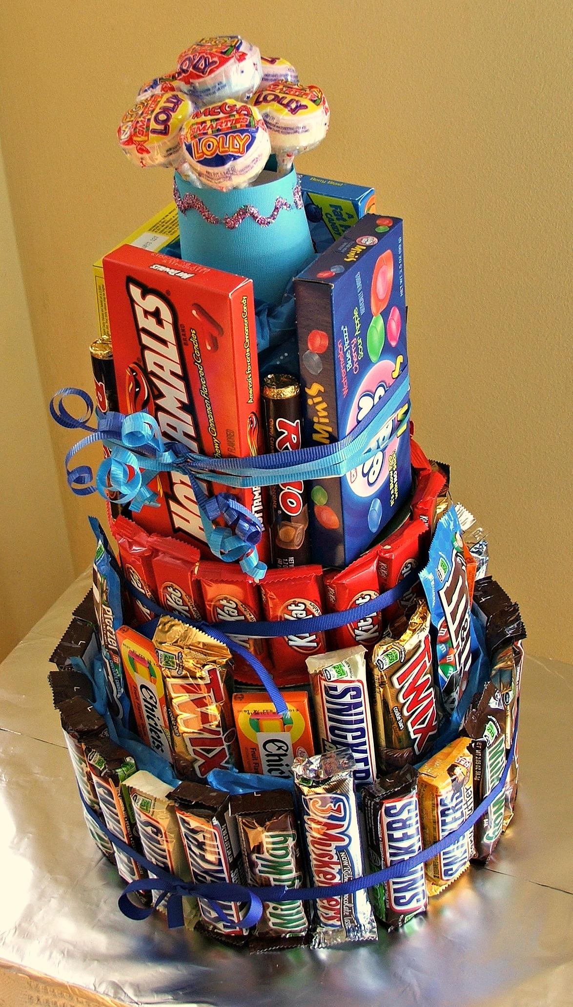 easy to make no bake extreme candy bar cake. Black Bedroom Furniture Sets. Home Design Ideas