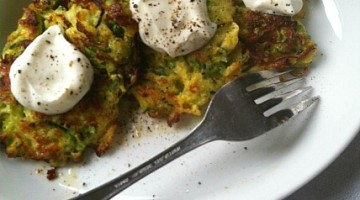 zucchini fritters with sour cream